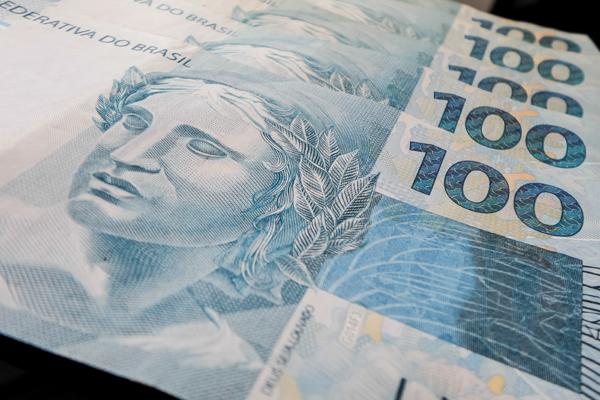 Servidores com salários maiores que R$ 4 mil receberão diferença na sexta
