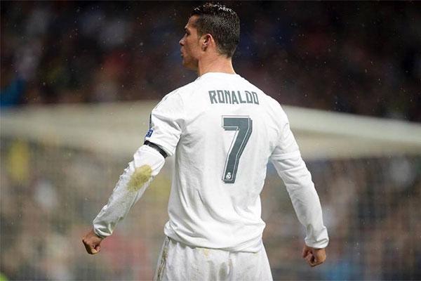 Cristiano Ronaldo teve uma distensão muscular e poderá perder partidas importantes