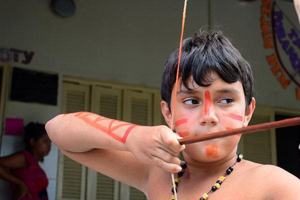 Ladivan da Silva, 10 anos, é filho do cacique e diretor da escola