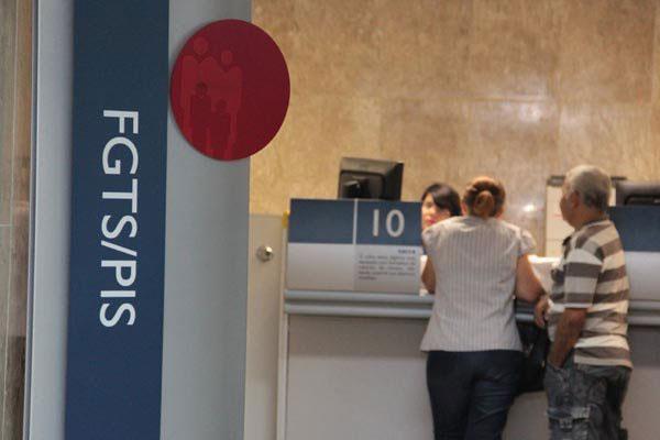 Saques do PIS/Pasep para pessoas idosas começam em outubro