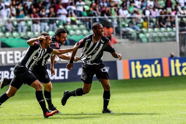 O atacante Robinho marcou o gol da vitória atleticana no início do primeiro tempo