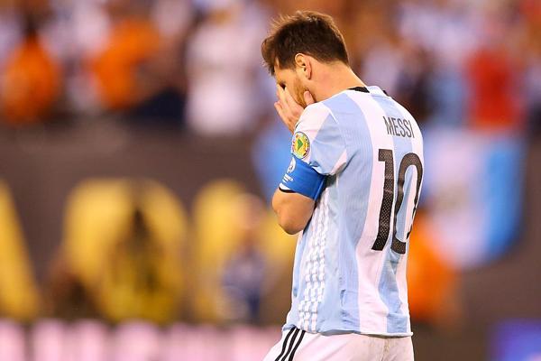 Messi desperdiçou uma penalidade na disputa de pênaltis contra o Chile
