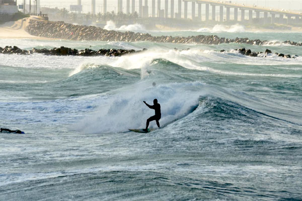 Resultado de imagem para ondas no litoral do rn