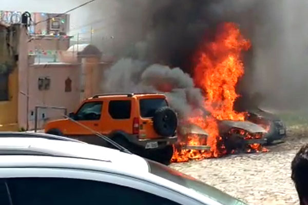 Fogo danificou veículos na Cidade Alta