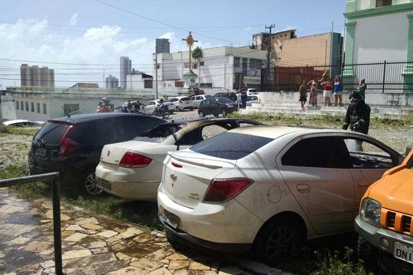 Carros foram danificados pelas chamas