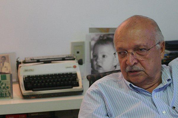 """Reconhecido como grande entrevistador, leitor voraz dos periódicos, Cassiano Arruda se define como """"um profissional da palavra"""""""