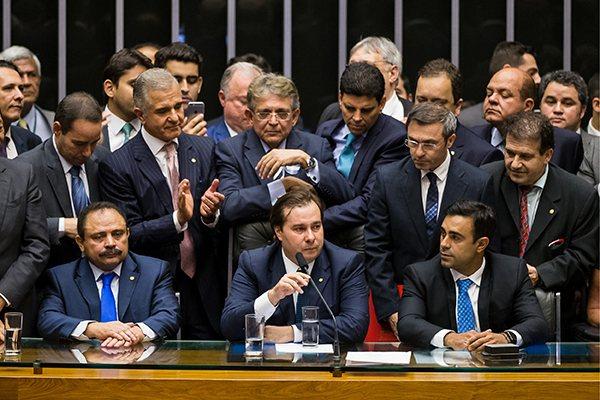 Resultado de imagem para Congresso com Maia