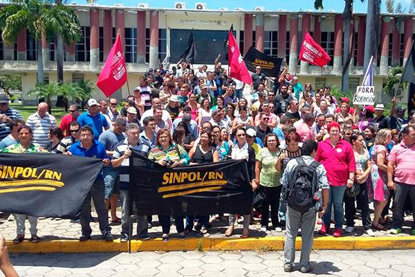 Ato reuniu representantes de sindicatos