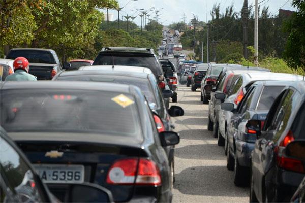 Na avenida Omar O'Grady, o prolongamento da Prudente de Morais, foi registrado um grande congestionamento