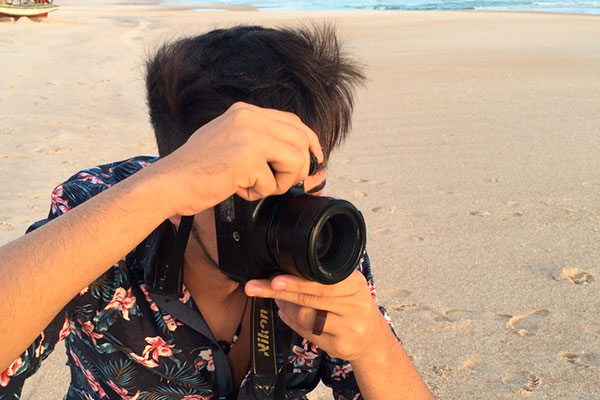 O fotógrafo Carlos Neto em ação