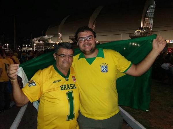 O universitário Elder Breno e seu pai, Neto, assistirão ao duelo entre Brasil e Bolívia