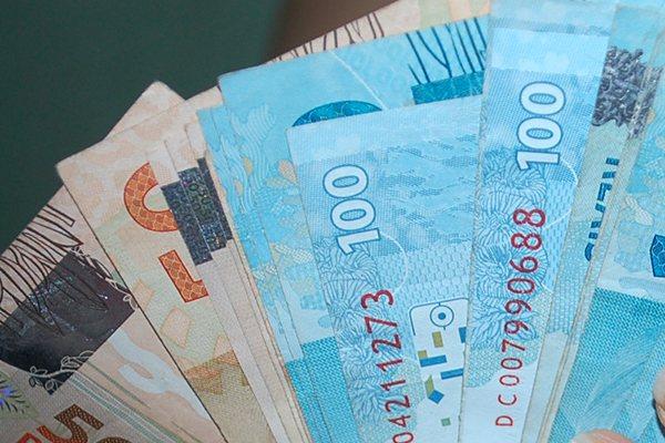 Governo paga primeira parcela de salários acima de R$ 4 mil nesta quinta