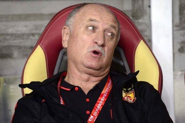 O técnico Luiz Felipe Scolari renovou o contrato com o Guangzhou Evergrande até 2018