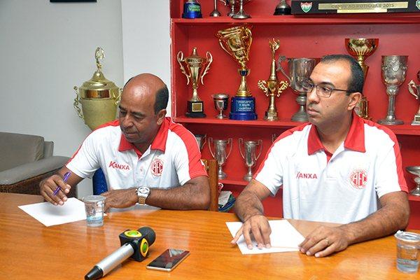 Executivo de futebol, Carlos Moura, e Felipe Surian começam a definir os últimos detalhes para complementação do elenco de 2017