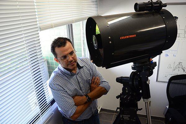 José Dias admite que sem a lua 'A Terra como conhecemos seria outra; perderíamos os ciclos da natureza'