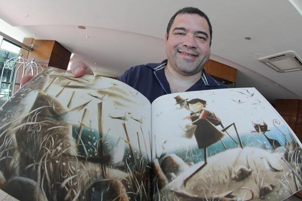 O ilustrador Rogério Coelho, anunciado como vencedor do prêmio Jabuti na última sexta-feira, fala sobre inspiração para criações