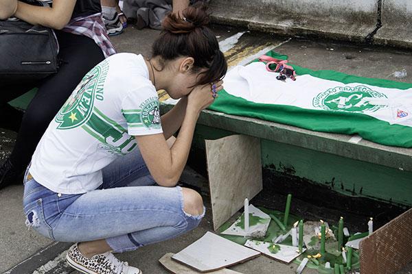 A Arena Condá, estádio de Chapecó foi o destino de grande parte da população da cidade, ontem após a notícia da tragédia. Local serviu para homenagens da torcida