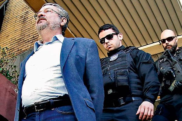 Antonio Palocci está entre os ex-ministros do governo Lula apontados como envolvidos