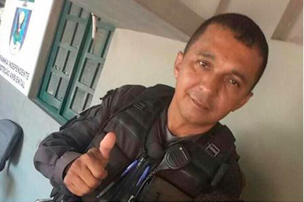 Ivan Márcio foi morto com um tiro de fuzil que transfixou o colete à prova de balas e atingiu o peito