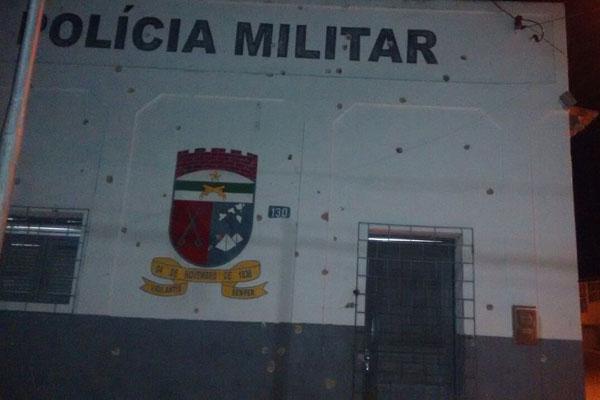 Criminosos atiraram contra quartel da Polícia Militar