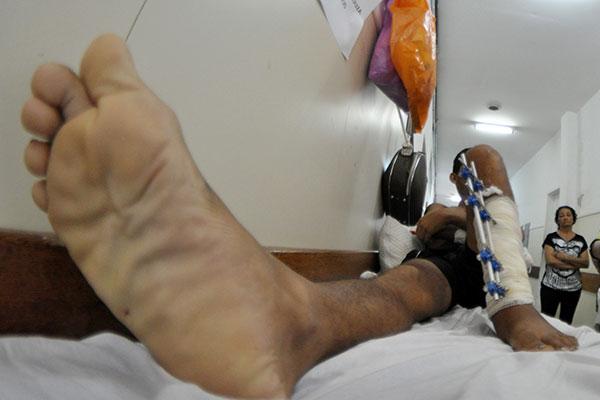 """Nos corredores dos hospitais Monsenhor Walfredo Gurgel, em Natal e no Hospital Doutor Deoclécio Marques de Lucena, em Parnamirim, quem é vítima de acidentes de trânsito é abordado por """"atravessadores"""""""