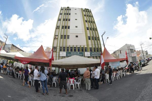 Servidores municipais em greve ocuparam o prédio da Semad