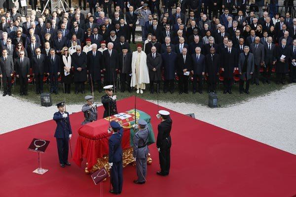 Cerimônia de sepultamento do ex-primeiro ministro portugues contou com mais de 500 convidados