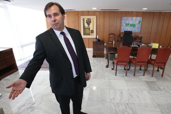Rodrigo Maia está no exercício interino da Presidência da República, durante a viagem de Michel Temer