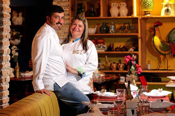 Casal na cozinha: Chefs Cacau e Gabriel unificam receitas