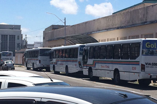 Resultado de imagem para Empresas de ônibus começam a recolher os veículos ás 19:00 desta segunda