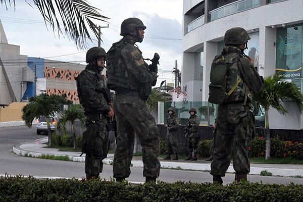 Resultado de imagem para Forças armadas na ruas de natal