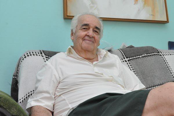 Dorian Gray Caldas: 1930 - 2017