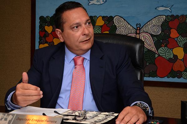 Ezequiel cita Rogério como possível candidato ao Senado