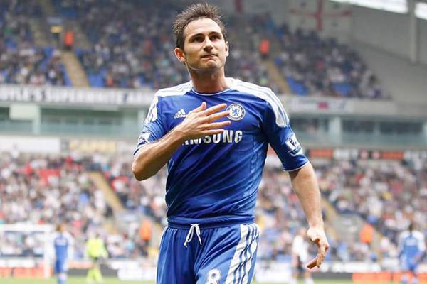 Aos 38 anos, o meia Frank Lampard anunciou a aposentadoria dos gramados