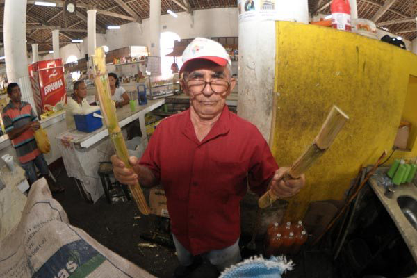 Desde 1961, Sidrack mantém o caldo de cana no Mercado