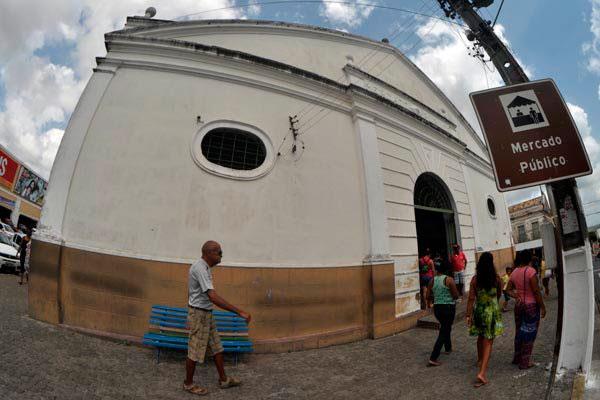 Em Ceará-Mirim, o belo prédio de estilo neoclássico abriga um mercado verfilhante