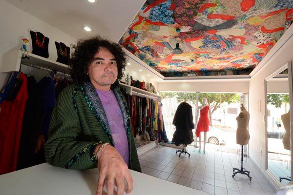 Há dois anos o estilista inaugurou seu estúdio de trabalho em Natal. Mas só agora decidiu estrear um desfile em solo potiguar