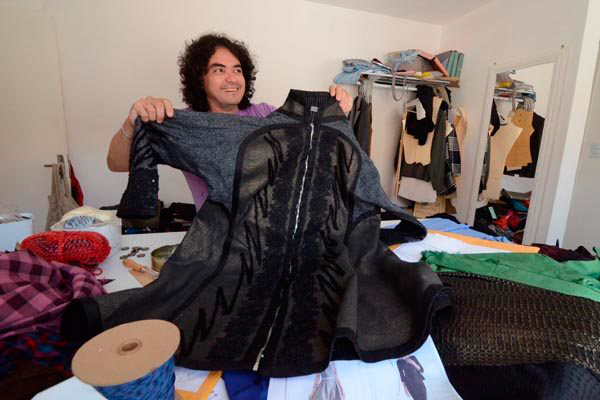 O artista mostra as peças mais pesadas da coleção outono-inverno de sua marca Julio César NYC