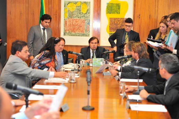 Rodrigo Maia afirma que não vai colocar em votação os projetos contra a corrupção sem decisão do STF