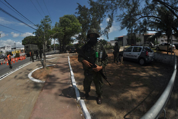 Trecho da Avenida Itapetinga foi interditado para atuação de militares na Raimundo Nonato