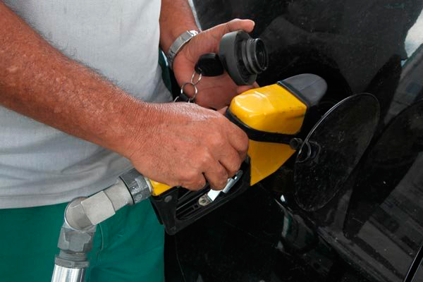 A estatal decidiu reduzir o preço do diesel nas refinarias em 4,8%, em média, e da gasolina em 5,4%