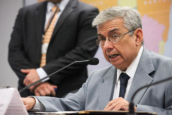 Senador Garibaldi Filho demonstrou preocupação com problemas na pista do aeroporto