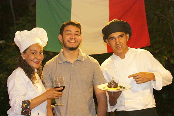 Equipe: chefs Cássia Lucena e Júlio Nunes, com o administrador Flamarion Lucena