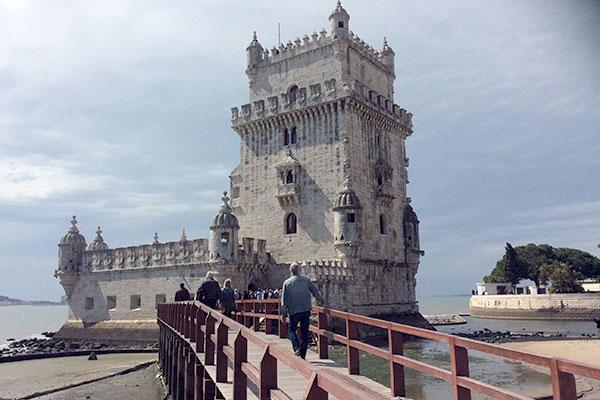 Entre os chamarizes, a Torre de Belém é um dos cartões-postais