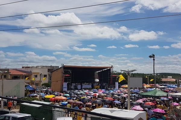 Fiéis acompanham missa campal nas celebrações do Dia de São José em Angicos