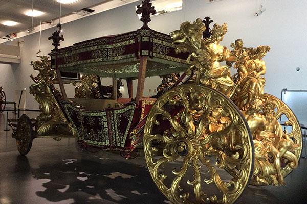 Museu do Coche, em Lisboa - O Coche dos Oceanos data de 1716 e fez parte do conjunto de coches temático que integraram o cortejo da Embaixada enviada por D.João V ao Papa Clemente XI