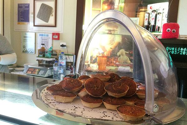 As queijadas estão entre os doces famosos em Sintra