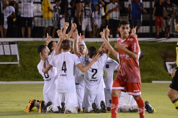 Comemoração do gol de Gegê