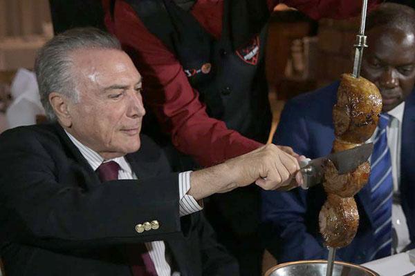 Presidente foi a restaurante com ministros e embaixadores e representantes de 27 países