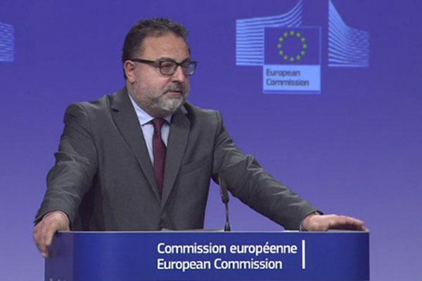 Enrico Brivio, da Comissão Europeia, durante anúncio do bloqueio as empresas envolvidas no escândalo da carne